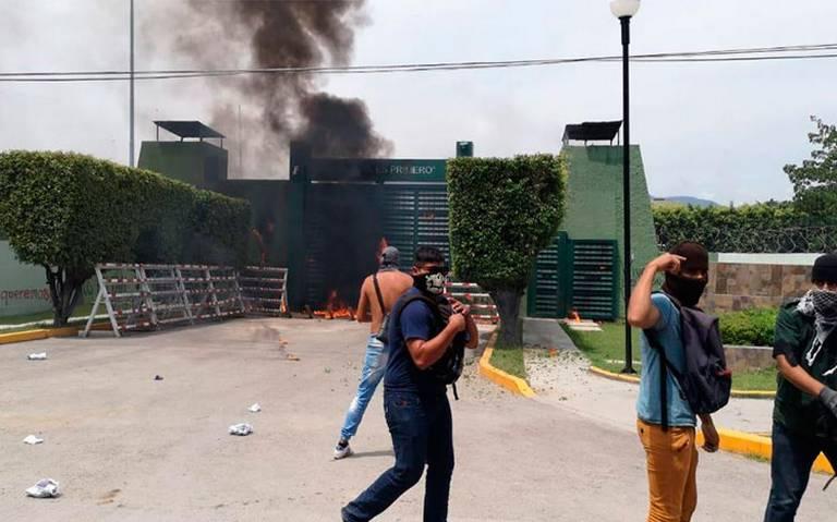 Ayotzinapa ataque a cuartel